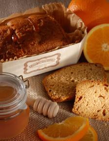 Leckerer Honigkuchen mit orangen schallen