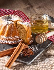 Lebkuchen Kougelhopf mit Honig im Geschenkkarton